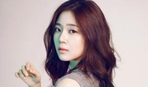Baek Jin Hee Nasehati Fansnya yang Ingin Operasi Plastik