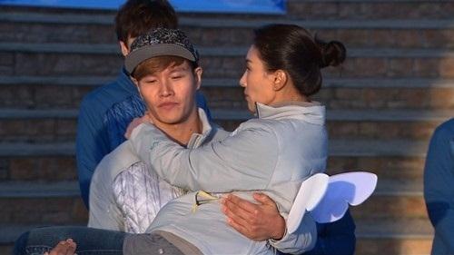 "Jadi Bintang Tamu di ""Running Man"", Aktris Ini Tampaknya Naksir Kim Jong Kook!"