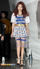 [Foto] Sooyoung, Bora, dan Hyuna Tampil Modis Di Seoul Fashion Week