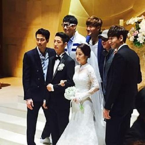 Song Jong Ki Tampak Di Pernikahan Adik Lee Kwang Soo Bersama Jo In Sung