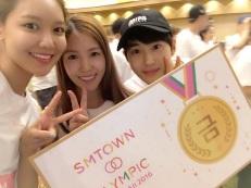 berita-kpop-terbaru-sm-entertainment-bagi-foto-foto-kegiatan-ulang-tahun-ke-20-di-hawai-sooyoung-boa-suho