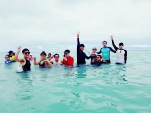 berita-kpop-terbaru-sm-entertainment-bagi-foto-foto-kegiatan-ulang-tahun-ke-20-di-hawai2