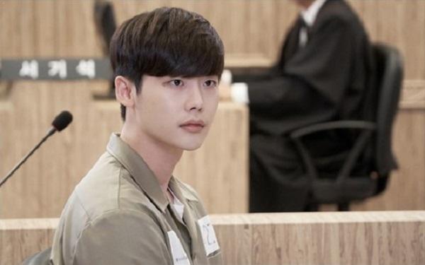 lee-jong-suk-jadi-tahanan-pada-episode-15-drama-w-two-worlds