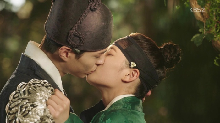 sinopsis-drama-korea-moonlight-drawn-by-clouds-love-in-the-moonlights-episode-7-part-4-end-18