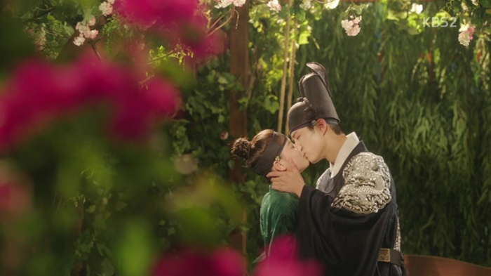 sinopsis-drama-korea-moonlight-drawn-by-clouds-love-in-the-moonlights-episode-7-part-4-end-20