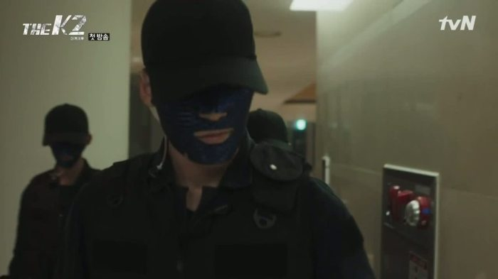 sinopsis-drama-korea-the-k2-episode-1-part-2-2