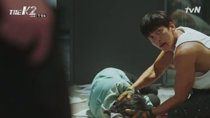 sinopsis-drama-korea-the-k2-episode-1-part-2-9