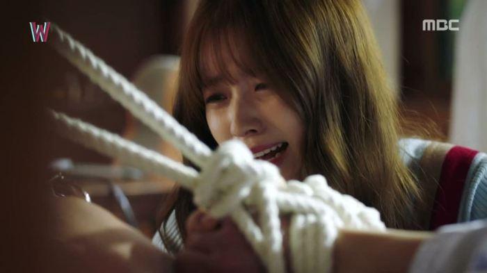 sinopsis-drama-korea-w-two-worlds-episode-15-part-4-2