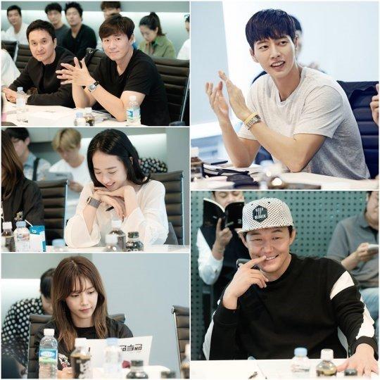 park-hae-jin-kim-min-jung-dan-para-pemain-man-to-man-hadiri-pembacaan-naskah-pertama2